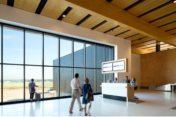 aga_interior_aeropuerto_mcmurray_canada